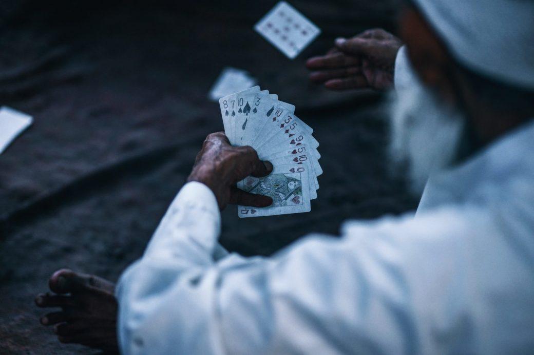 Il existe plusieurs méthodes pour tirer les cartes de voyance. Vous pouvez  utiliser un vrai tarot ou tout simplement un jeu de 52 cartes. 502ef529ed9c